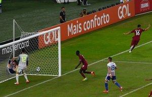 La selección de Qatar debuta en la Copa América con un agónico empate ante Paraguay.