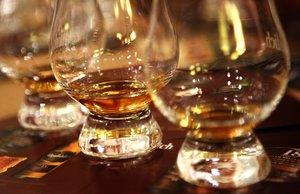 Copas con whisky escocés.