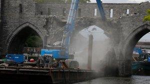 La demolición del puente.