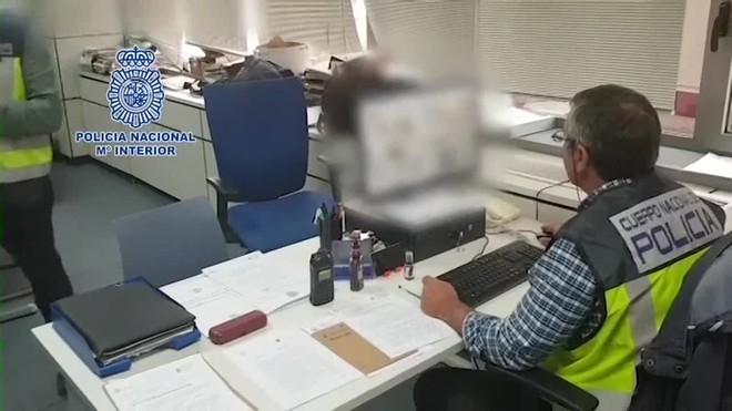 La investigación internacional ha permitido la detención de dos personas en el país centroamericano que ciberacosaban a decenas de jóvenes en todo el mundo.