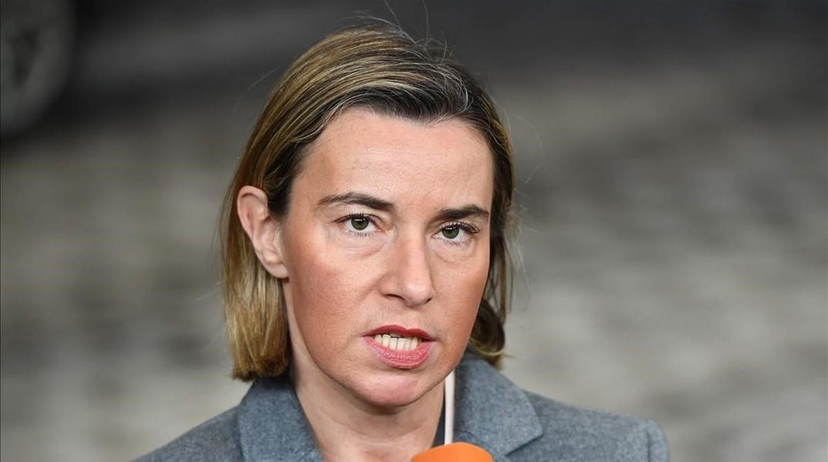 La jefa de la diplomacia europeaFederecia Mogherini antes de participar en la reunión de los ministros de Exteriores y de Defensa de la UE.