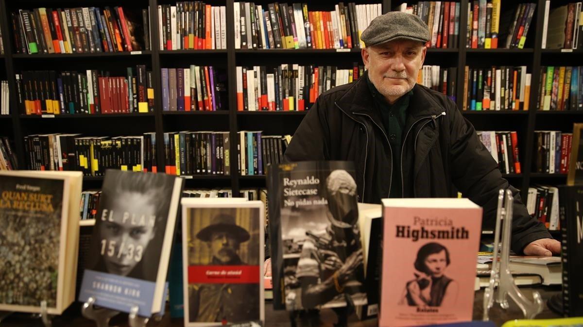 Francisco Veiga, en la librería Somnegra.