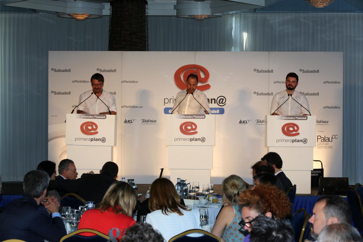 Gabriel Rufián y Xavier Domènech, este miércoles, durante su intervención en el debate Primera Plana, con Enric Hernàndez de moderador.