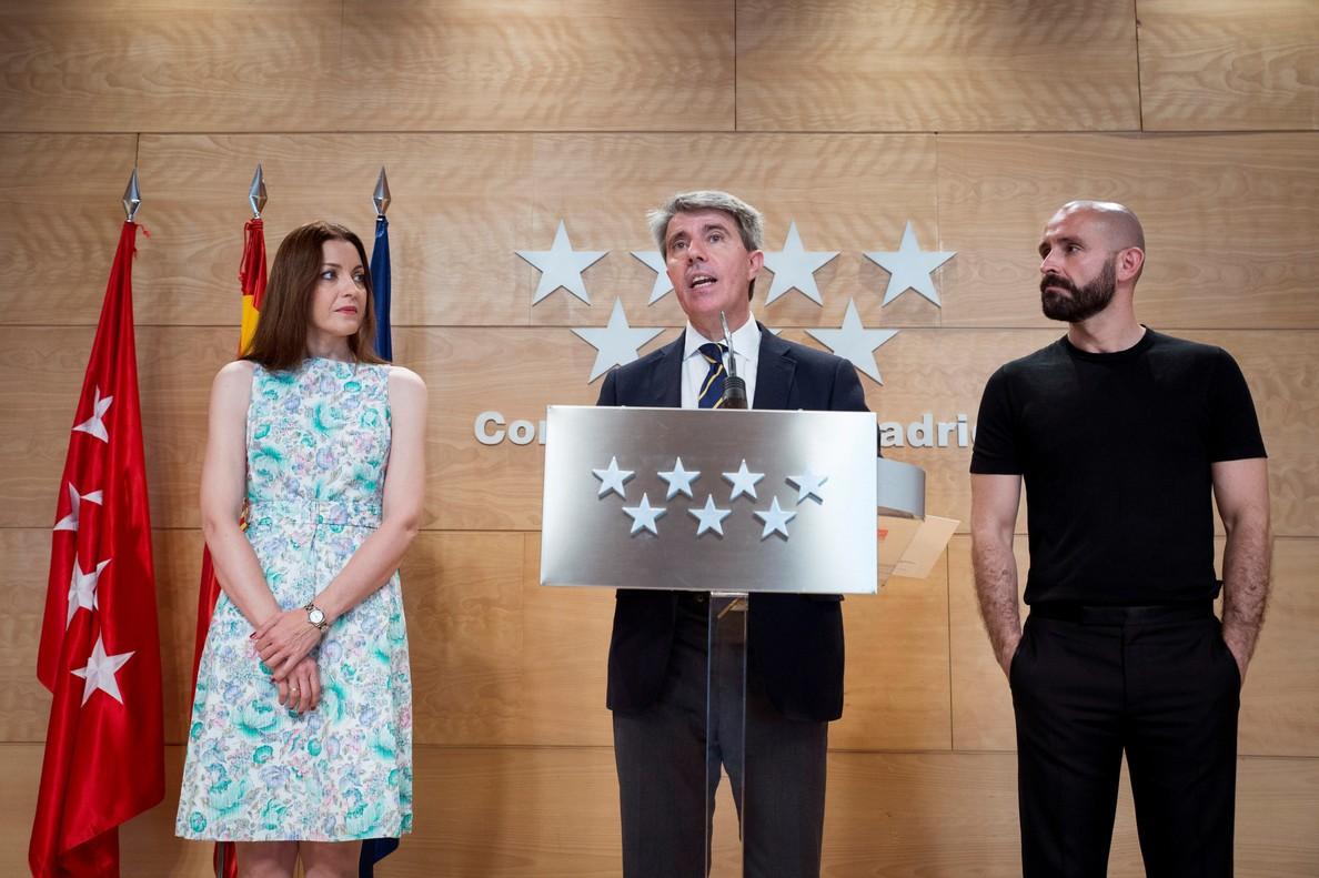 Jaime Miguel de Los Santos, al lado de Ángel Garrido tras la reunión mantenida con representantes de diferentes asociaciones y colectivos LGTBI