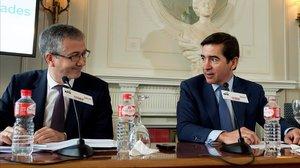 El gobernador del Banco de España, Pablo Hérnandez de Cos, junto al presidente del BBVA, Carlos Torres Vila.