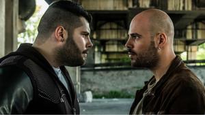 Los actores Salvatore Esposito(Genny) y Marco D'Amore(Ciro), en una escena de la serie de Sky Gomorra 3.