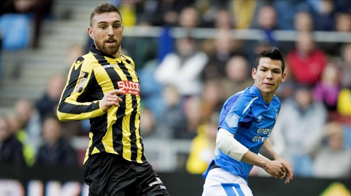 Guram Kashia, a la izquierda, en el Vitesse-PSV de la Liga holandesa del domingo.