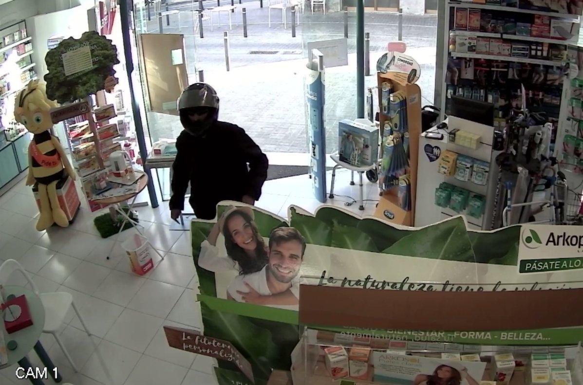 Imagen de uno de los robos en una farmacia de L'Hospitalet