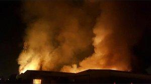Activat el pla d'emergències químiques per un incendi a Tarragona