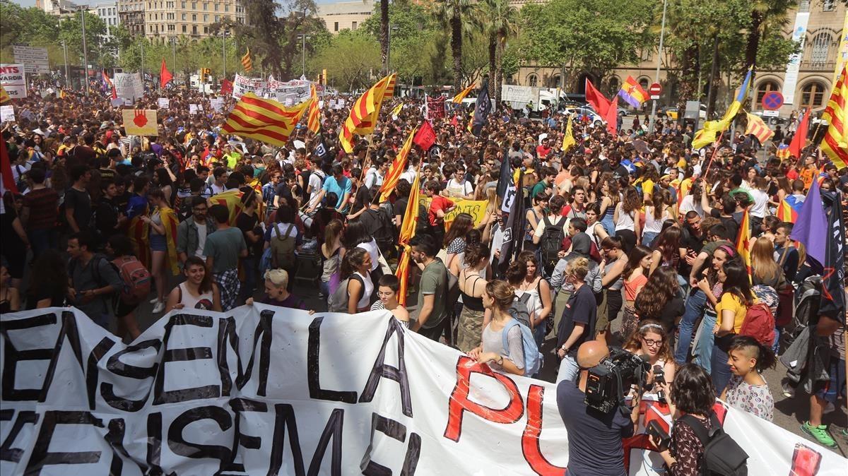 Inicio desde plaça Universitatde la manifestación de estudiantes.