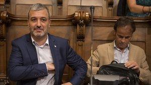 Jaume Collboni y Jaume Asens en el pleno extraordinario sobre la ejecución del presupuesto del pasado mes de julio.