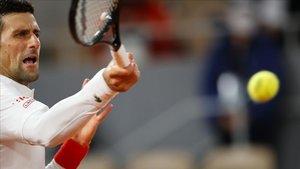 Djokovic fa un tomb en el seu debut a Roland Garros