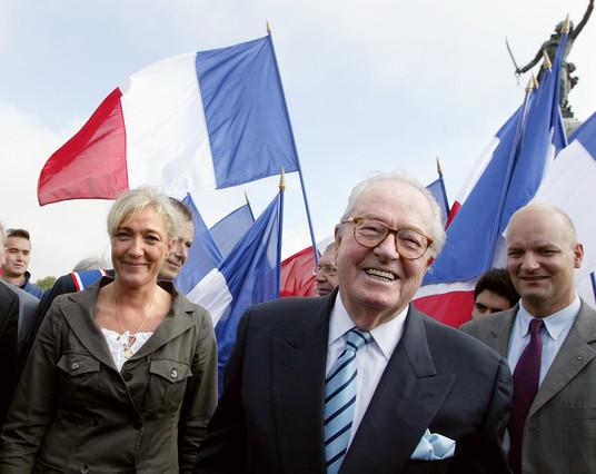 Jean-Marie Le Pen y su hija, Marine Le Pen, en un acto en el 2006.