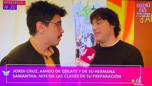Jordi Cruz hablando con un equipo de Cazamariposas.