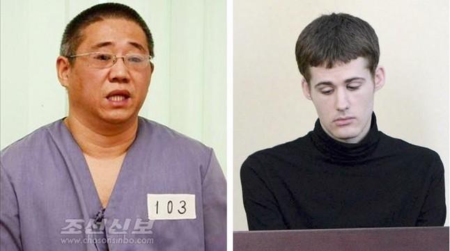 Kenneth Bae, a la izquierda, y Matthew Todd Miller, en una foto facilitada por el régimen norcoreano.