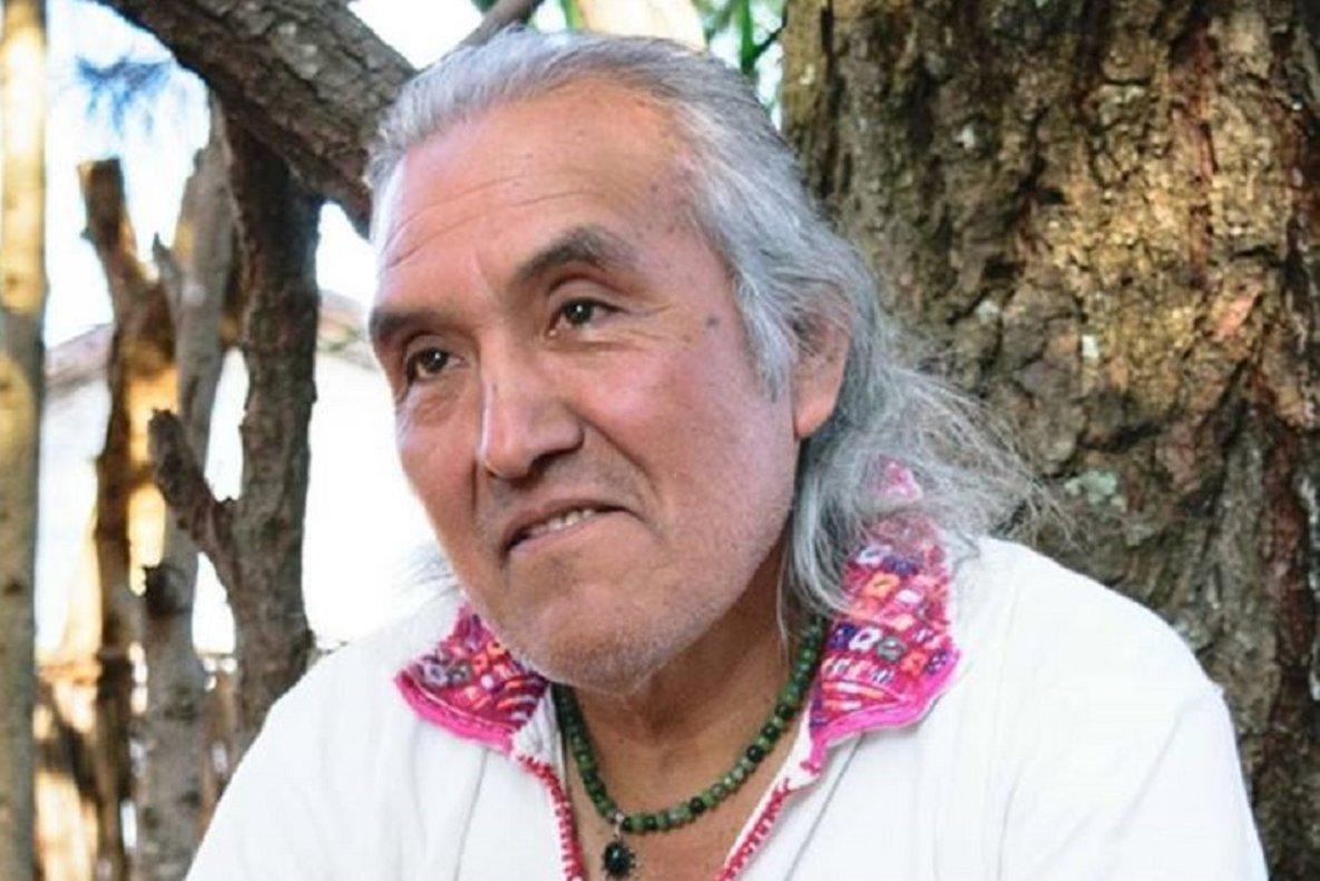 Ak'abal nacióen Momostenango, en el departamento noroccidental de Totonicapán en 1952.
