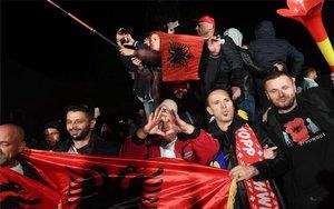 Seguidores delpartido Autodeterminación (Vetevendosje) en Kosovo.