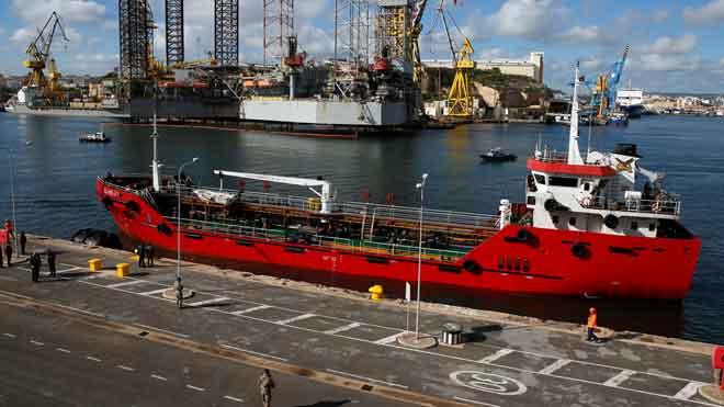 Las autoridades de Malta toman elcontrol de un barco secuestrado por inmigrantes.