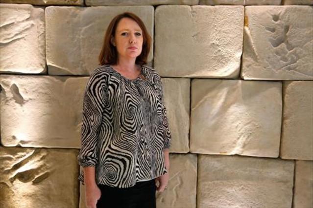 Lescriptora britànica Paula Hawkins, durant la seva visita a Barcelona.