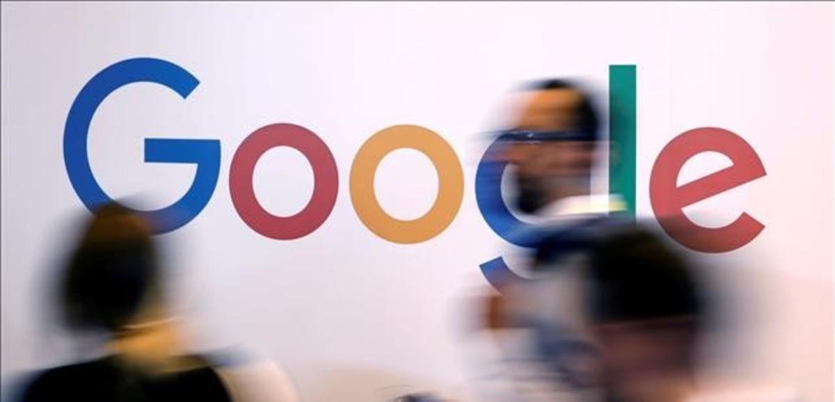 El logo de Google, en una reciente feria de start ups en París.