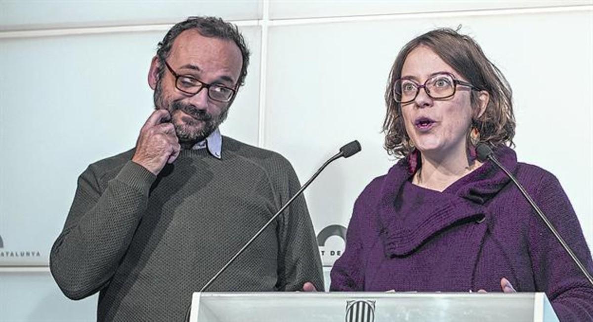 Los diputados de la CUP Benet Salellas y Eulàlia Reguant, en el Parlament.