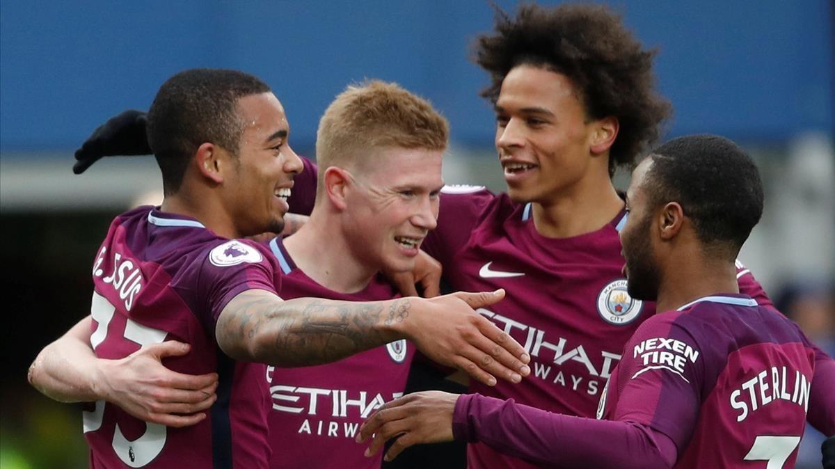 Los jugadores del City celebran uno de los tres goles ante el Everton.