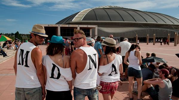 Miles de fans de la diva del Pop han hecho cola durante todo el día para disfrutar del concierto de Madonna en el palau.