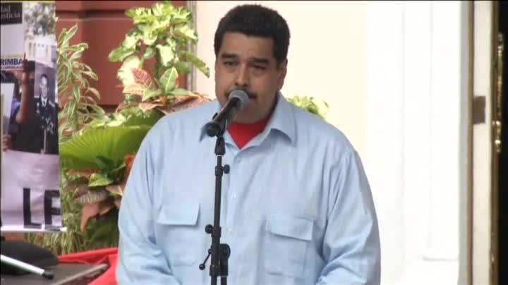 El presidente de Venezuela, Nicolás Maduro, ha insultado al presidente del Gobierno, Mariano Rajoy, al que ha llamado racista, colonialista y basura corrupta.