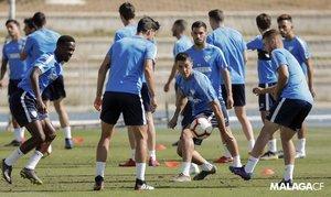 Los jugadores del Málaga, en un entrenamiento.