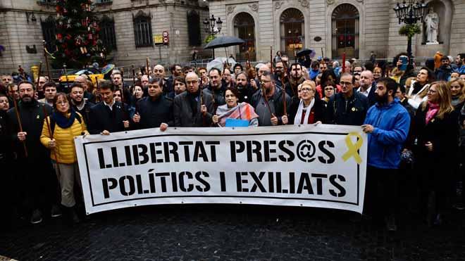 Manifestación de cargos electos en Barcelona contra las injusticias y la represión del Estado.