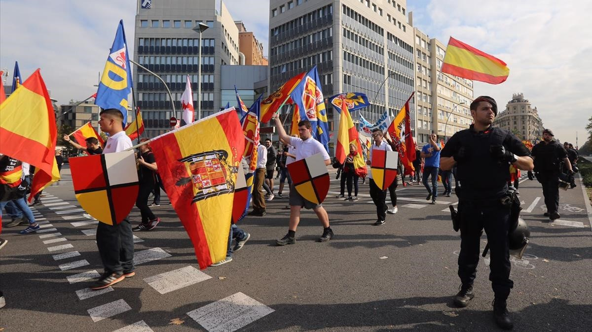Manifestación de la extrema derecha en la plaça Espanya.