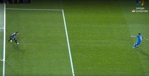 Masip para el primer penalti a Banega en el Valladolid-Sevilla (0-1). El árbitro lo mandó repartir y acabó en el único gol del encuentro.