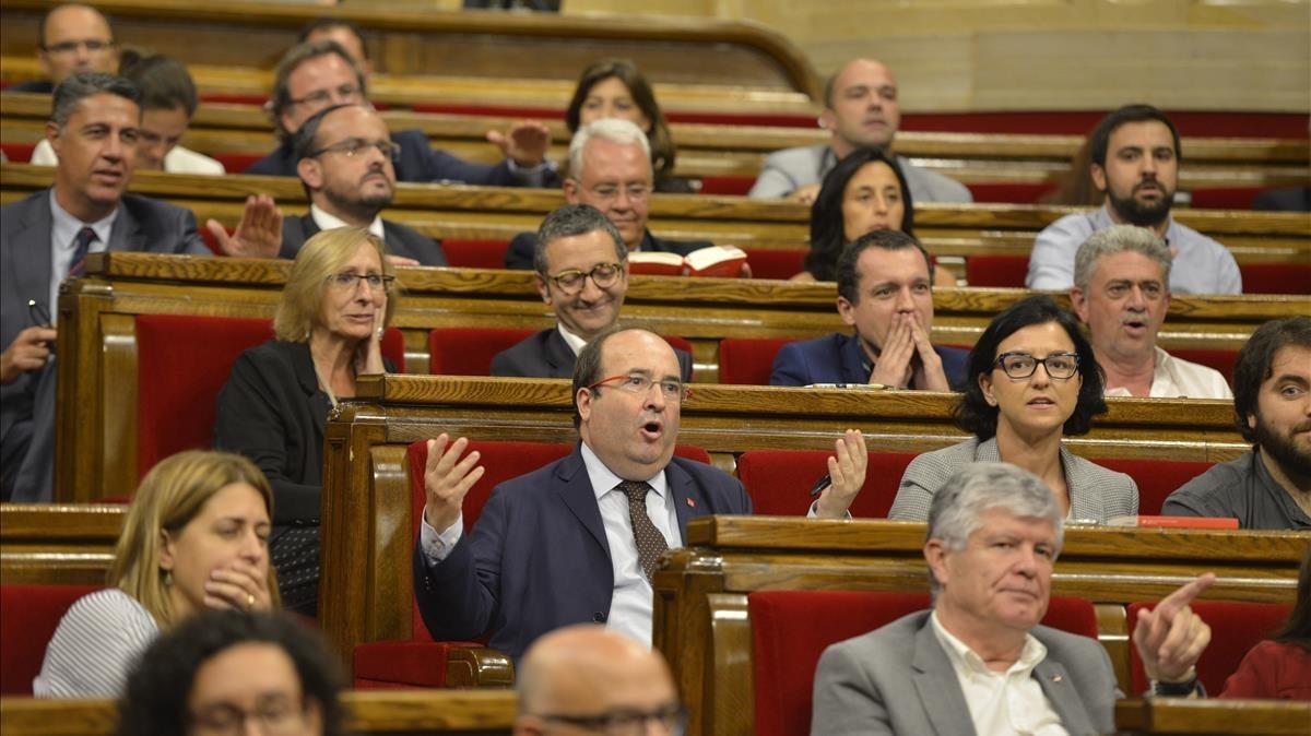 Miquel Iceta se queja durante el pleno del Parlament del 6 y 7 de septiembre del 2017
