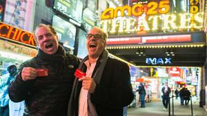 Mitch Lowe y Ted Farnsworth celebran el millón de usuarios de Moviepass.