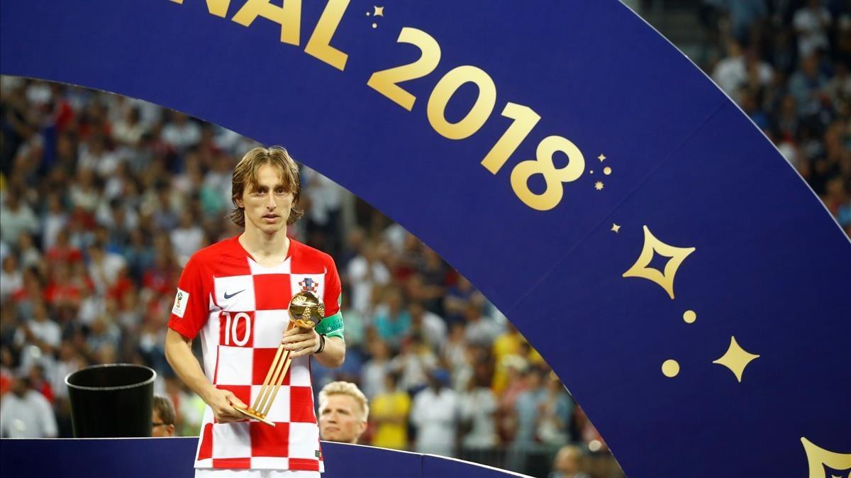 Modric, en Moscú con el Balón de Oro al mejor jugador del Mundial.