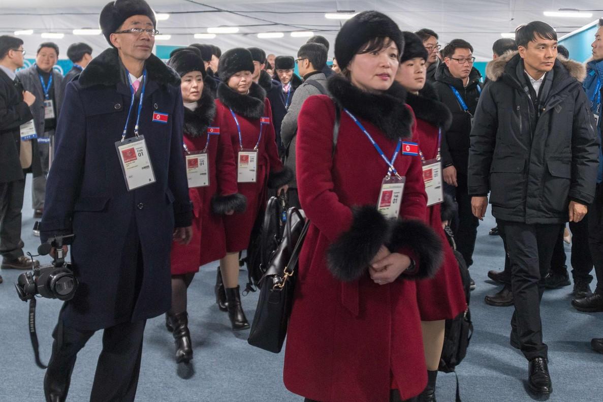 Los atletas de Corea del Norte llegan a Corea del Sur.