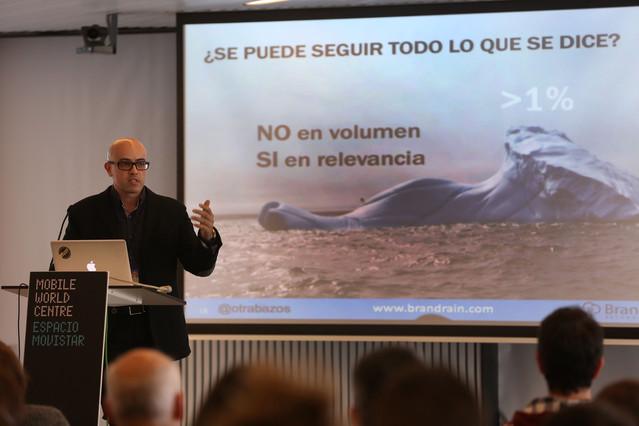 Óscar Trabazos, en un charla en la Social Media Week.