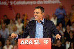Pedro Sánchez dirigiendose a los asistentes del acto político en Viladecans (Barcelona), a 30 de octubre de 2019.