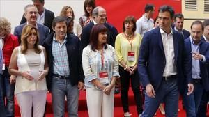 Pedro Sánchez junto a varios líderes territoriales, en mayo del 2015.