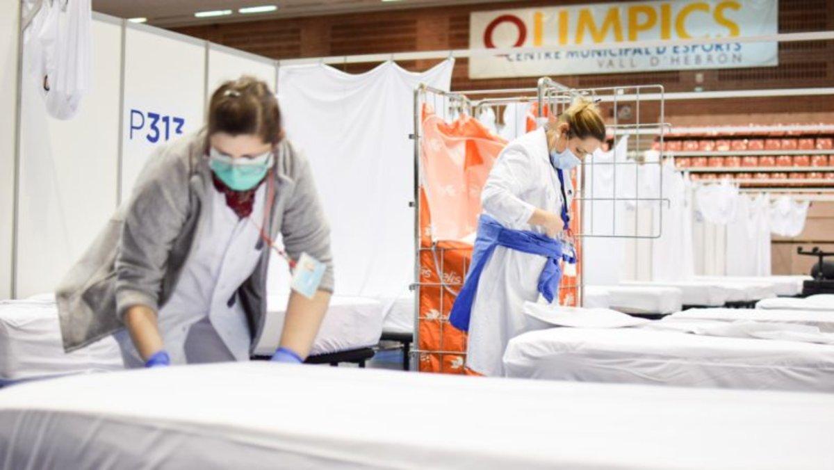 Personal sanitario prepara el Pabellón Salud del Vall d'Hebron.