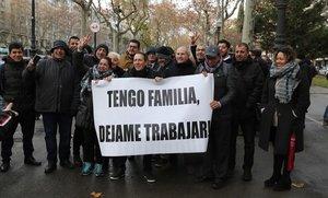 Protesta de los trabajadores de VTC en la Diagonal de Barcelona.