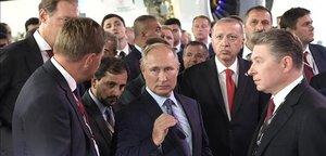 Putin muestra a Erdogan una feria de aviación en Zhukovski, cerca de Moscú.