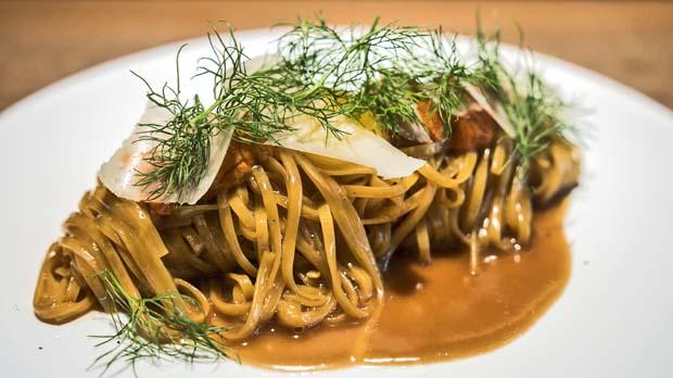 La receta de Albert Ventura: cómo preparar linguine con erizos.