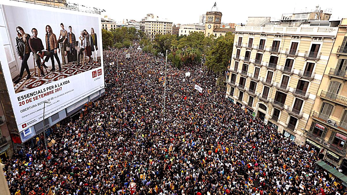 Imágenes de la mañana del 3 de octubre, con la convocatoria de huelga general y paro de país en Catalunya