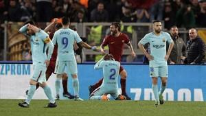 De Rossi celebra con efusividad el tercer gol del Roma a cargo de Manolas.