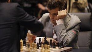 Carlsen, durante la 12ª partida entre ambos en Londres.