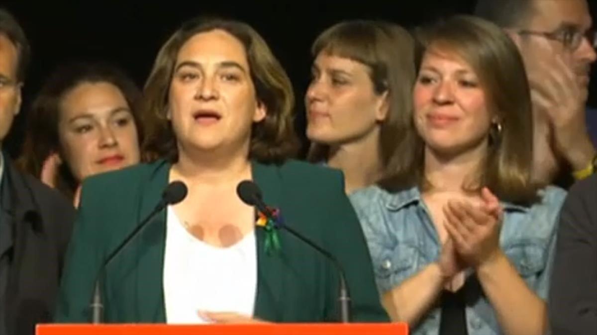 Rueda de prensa de Ada Colau al día siguiente de las elecciones.