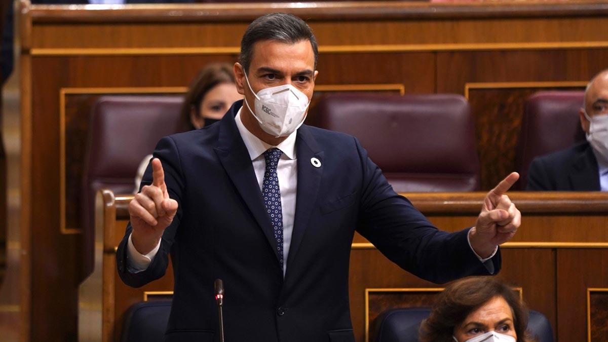 Sánchez acusa a Casado de recurrir al libro viejo del PP.