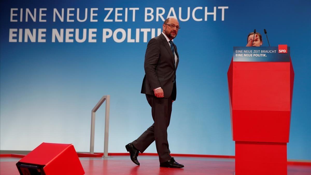 Schulz inspecciona la sala de convenciones donde se celebrará el congreso del SPD bajo el eslogan Nuevos tiempos necesitan nuevas políticas, en Bonn, el 20 de enero.
