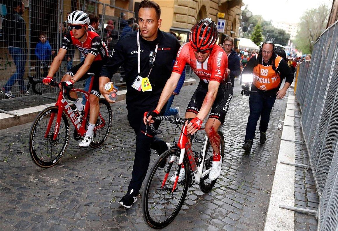 Tom Dumoulin, después de su caída en el Giro.